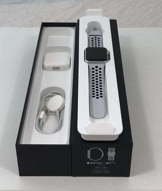 Apple Watch Series 3 42mm, Nike Sport Platina / Zwart , Afbeelding 3