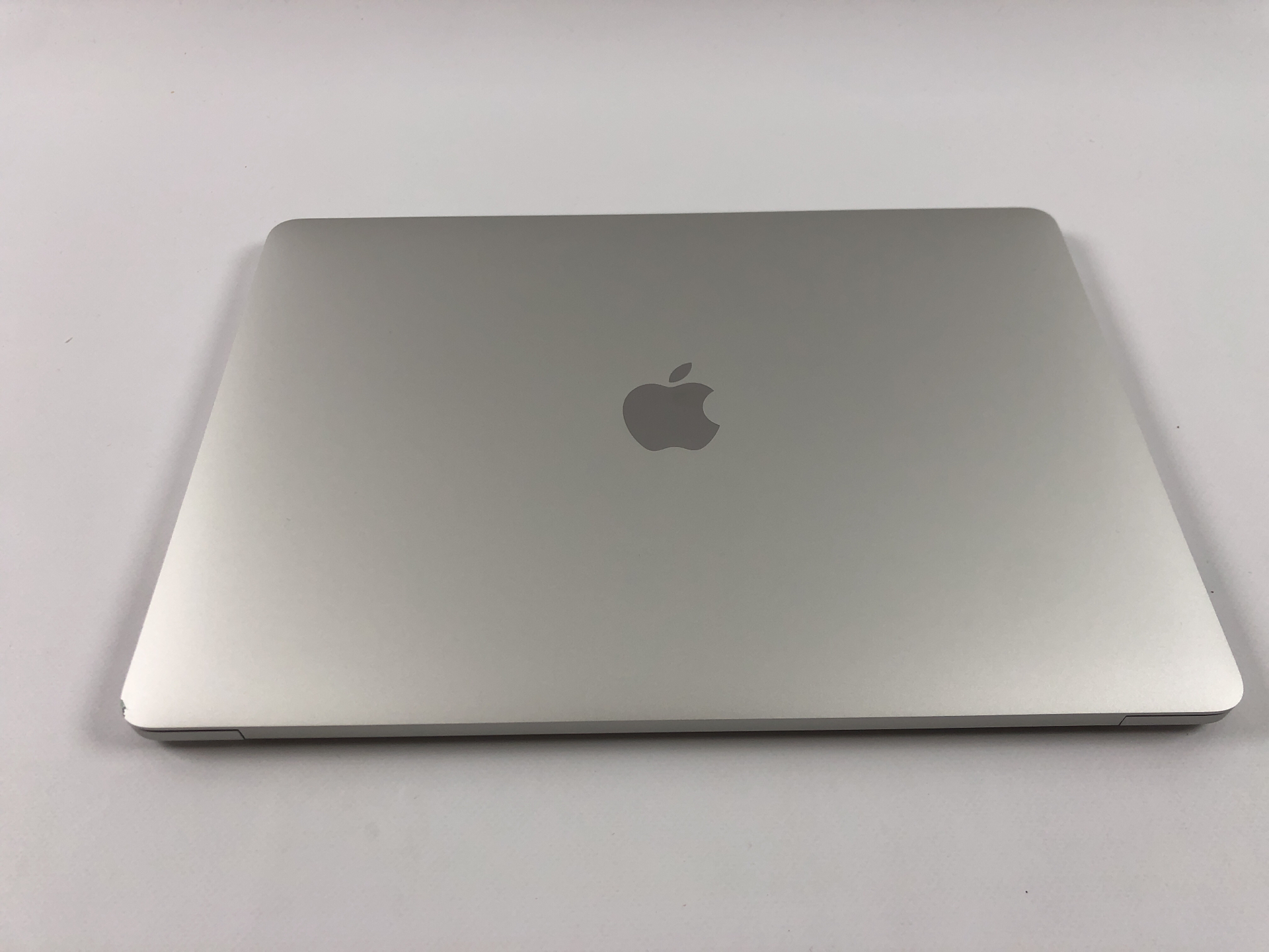"MacBook Pro 13"" 4TBT Mid 2018 (Intel Quad-Core i5 2.3 GHz 8 GB RAM 256 GB SSD), Silver, Intel Quad-Core i5 2.3 GHz, 8 GB RAM, 256 GB SSD, Afbeelding 2"