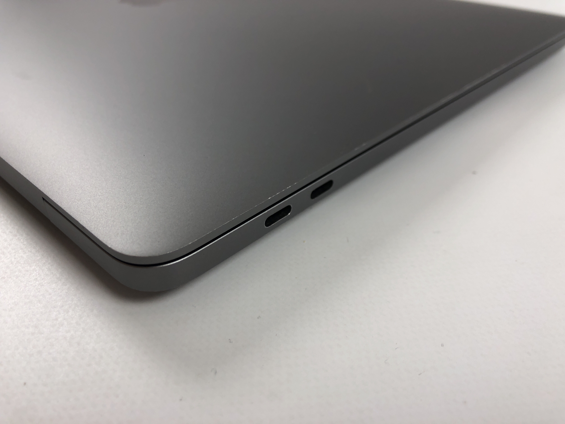 """MacBook Pro 16"""" Touch Bar Late 2019 (Intel 8-Core i9 2.3 GHz 16 GB RAM 1 TB SSD), Space Gray, Intel 8-Core i9 2.3 GHz, 16 GB RAM, 1 TB SSD, Afbeelding 3"""
