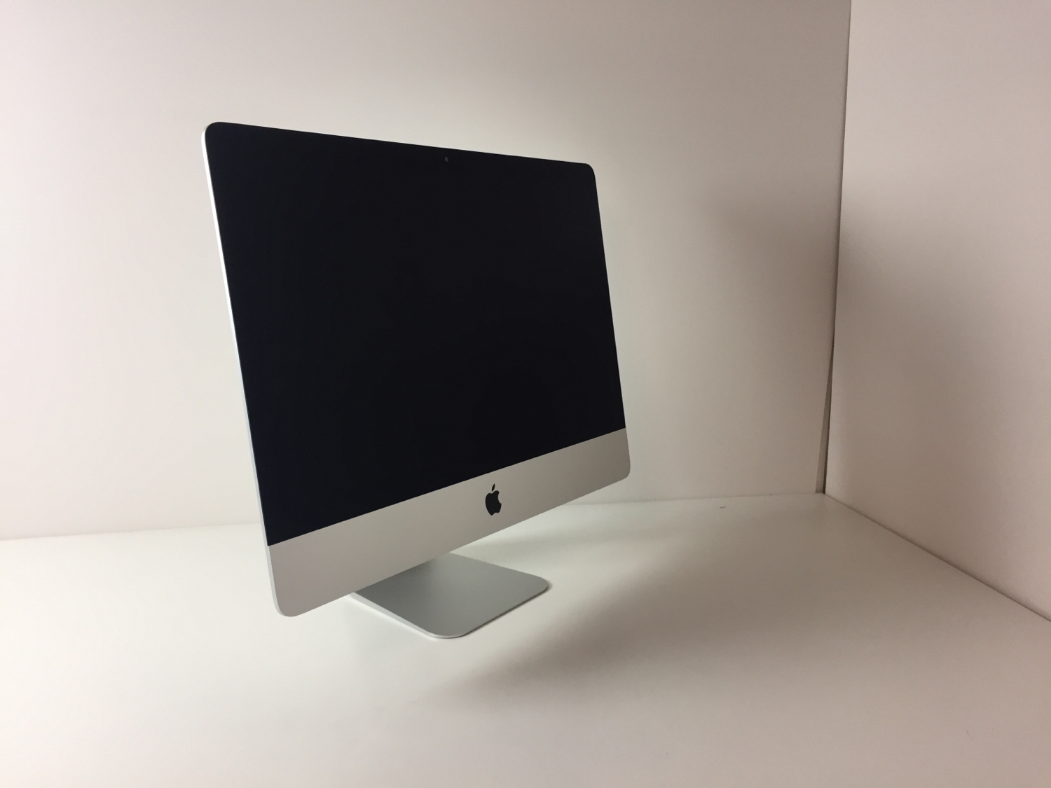 "iMac 21.5"" Late 2013 (Intel Quad-Core i5 2.7 GHz 8 GB RAM 1 TB HDD), Intel Quad-Core i5 2.7 GHz, 8 GB RAM, 1 TB HDD, Afbeelding 2"