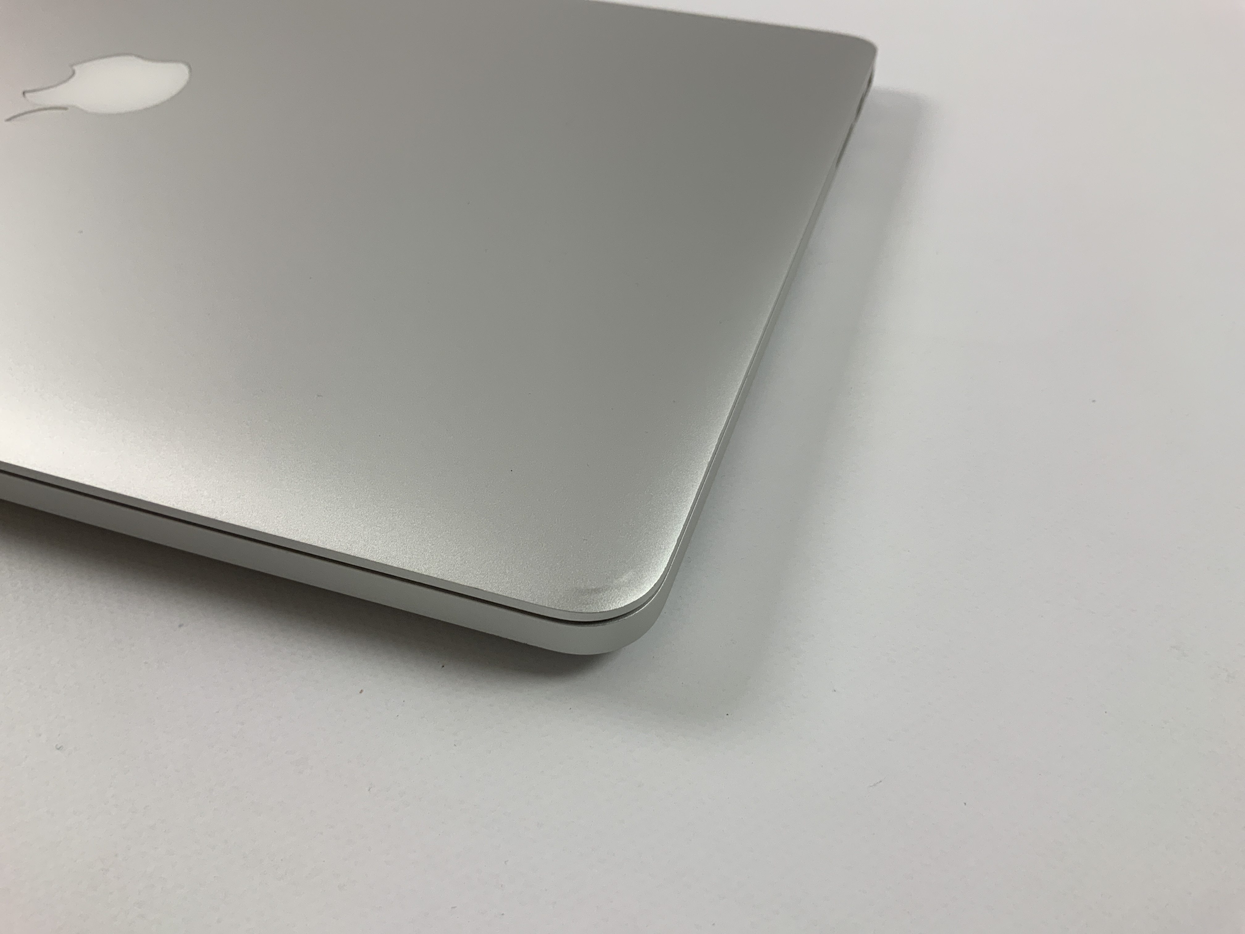 "MacBook Pro Retina 15"" Mid 2015 (Intel Quad-Core i7 2.2 GHz 16 GB RAM 256 GB SSD), Intel Quad-Core i7 2.2 GHz, 16 GB RAM, 256 GB SSD, obraz 3"