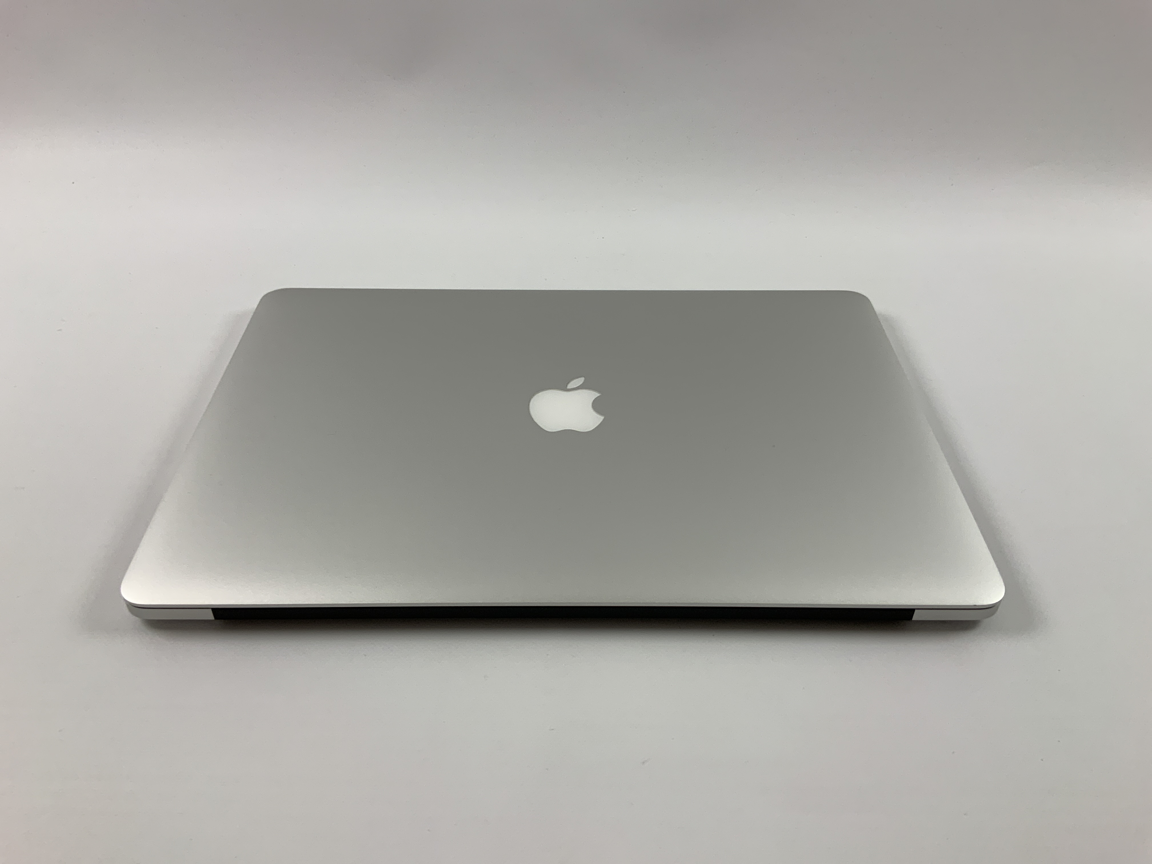 "MacBook Pro Retina 15"" Mid 2015 (Intel Quad-Core i7 2.2 GHz 16 GB RAM 256 GB SSD), Intel Quad-Core i7 2.2 GHz, 16 GB RAM, 256 GB SSD, obraz 2"